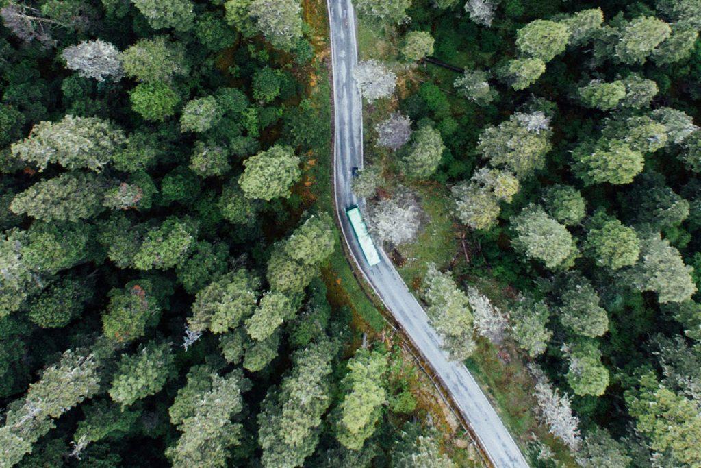 Lastbilstransport i landskap